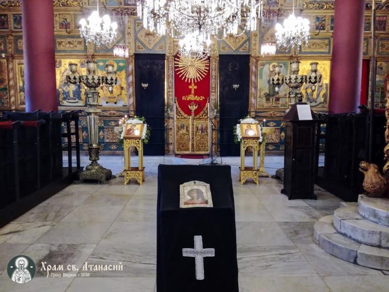 """Страстната седмица в храм """"Св. Атанасий"""" Варна"""