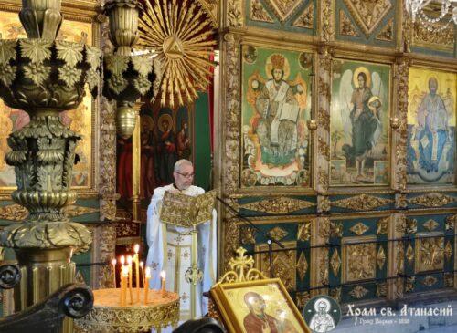 Отец Божидар изнася проповед в Неделя на Всички български светии