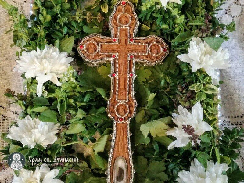 """Кръстът Господен в храм """"Свети Атанасий"""" - Варна"""
